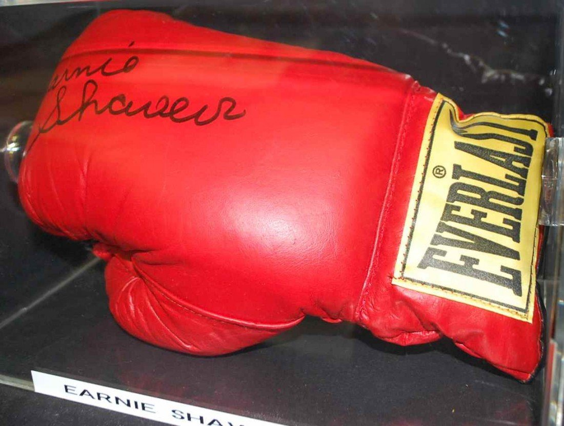 14: EARNIE SHAVERS AUTOGRAPHED BOXING GLOVE
