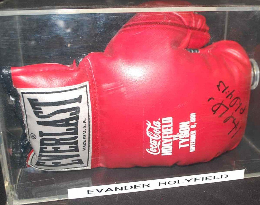 18: EVANDER HOLYFIELD AUTOGRAPHED BOXING GLOVE