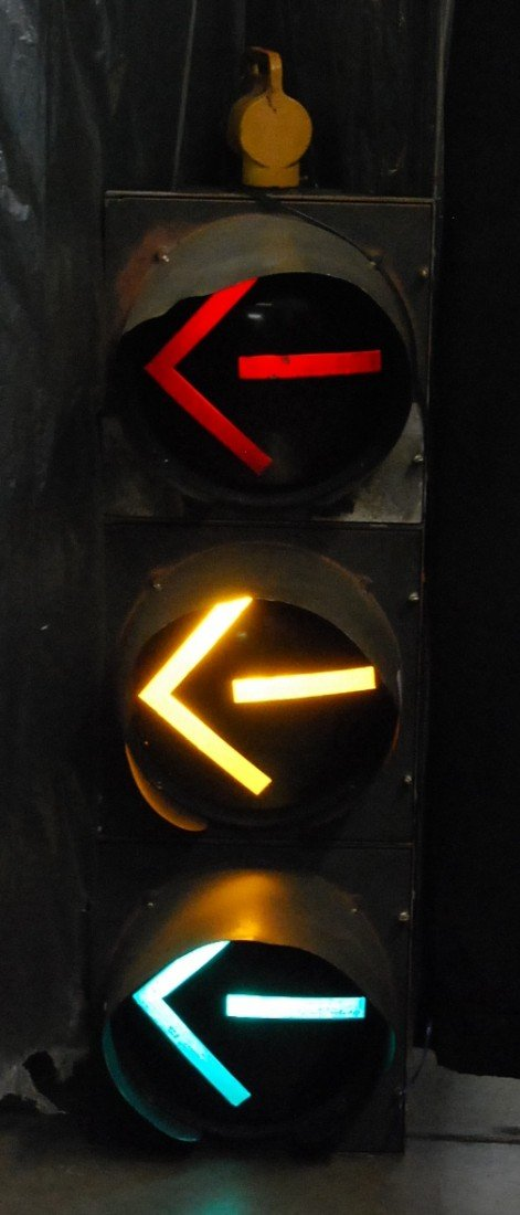 320: ALUMINUM  FLASHING TRAFFIC SIGNAL FOR TURNS