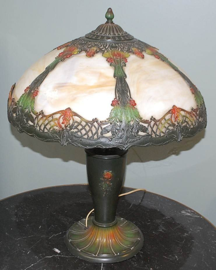 009: VINTAGE CURVED ART GLASS TABLE LAMP