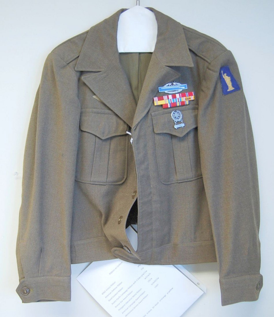 018: WWII U.S. IKE STYLE UNIFORM - 8 RIBBONS