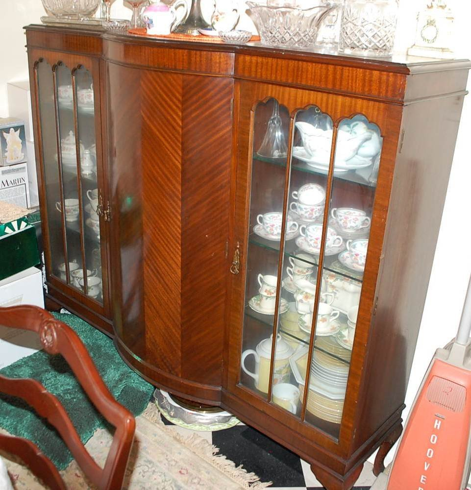 010: ENGLISH BOW FRONT CHINA CABINET