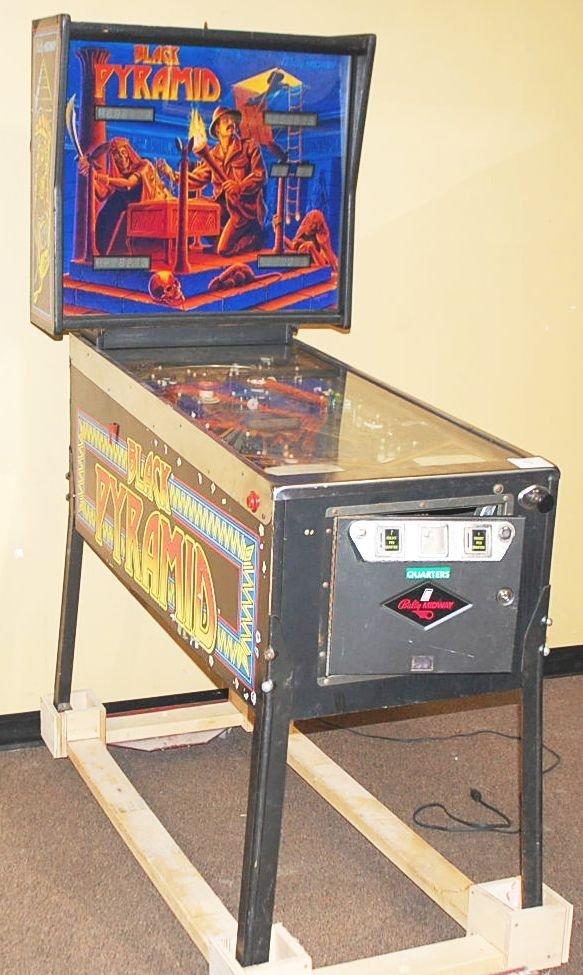 004: BALLY MIDWAY BLACK PYRAMID PINBALL MACHINE