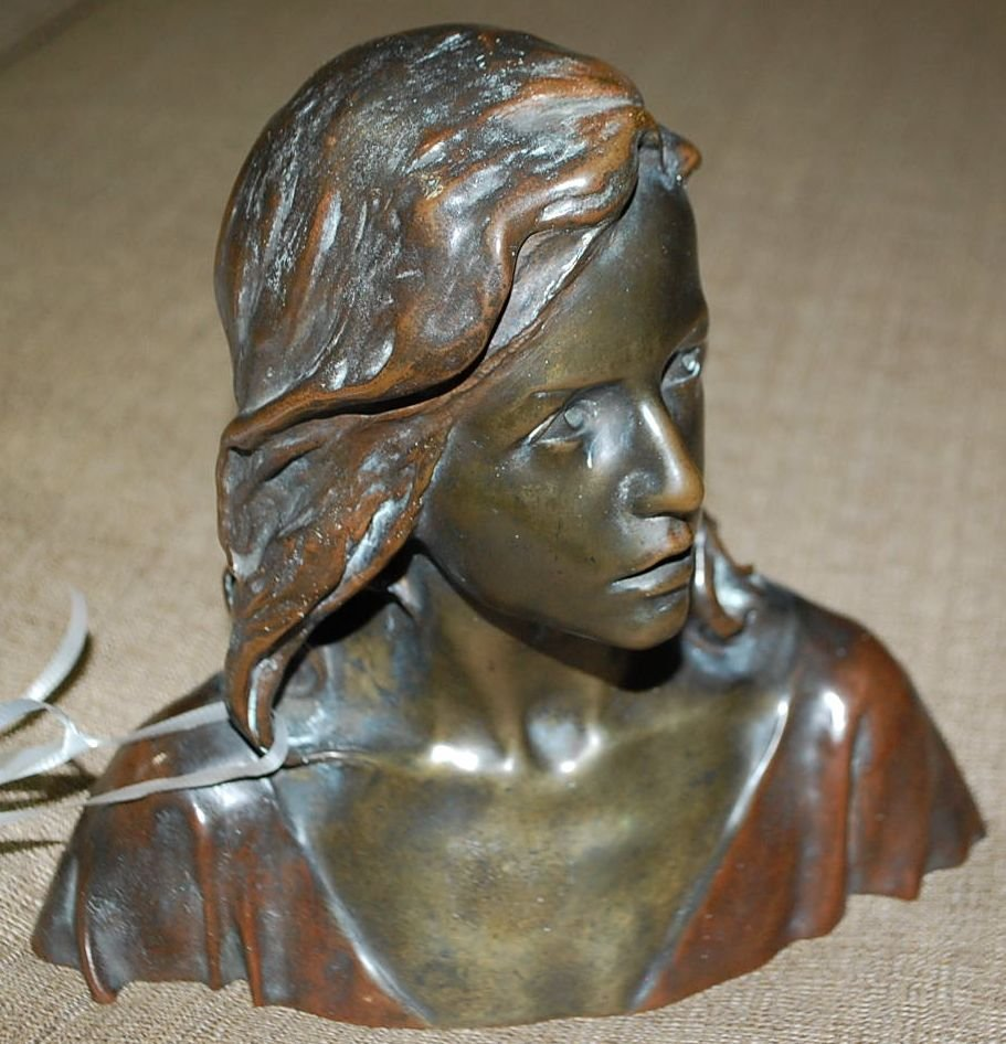 029: RAOUL FRANCOIS LARCHE BRONZE BUST OF MAIDEN