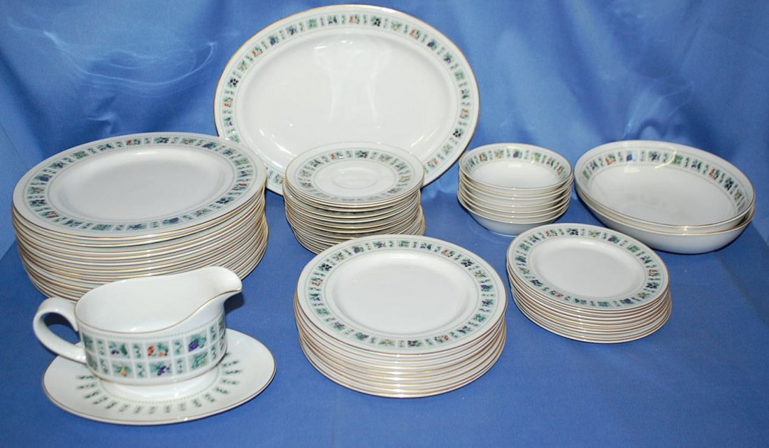 SET OF ROYAL DOULTON TAPESTRY DINNERWARE