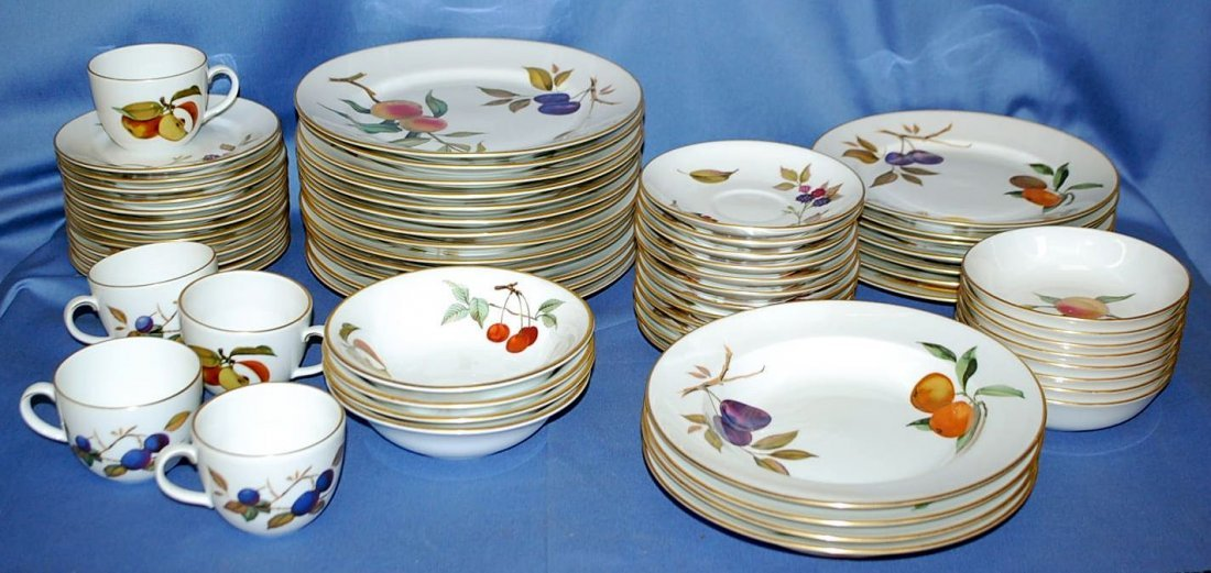 SET OR ROYAL WORCHESTER EVERSHAM DINNERWARE