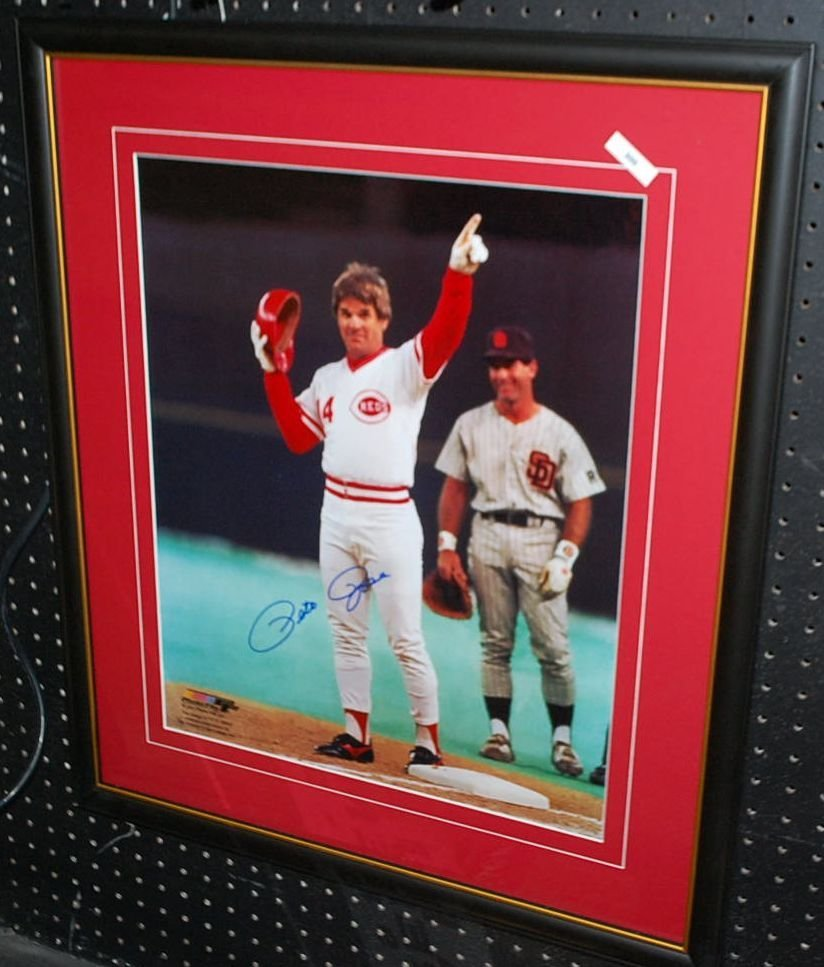 AUTOGRAPHED PETE ROSE BASEBALL PIC