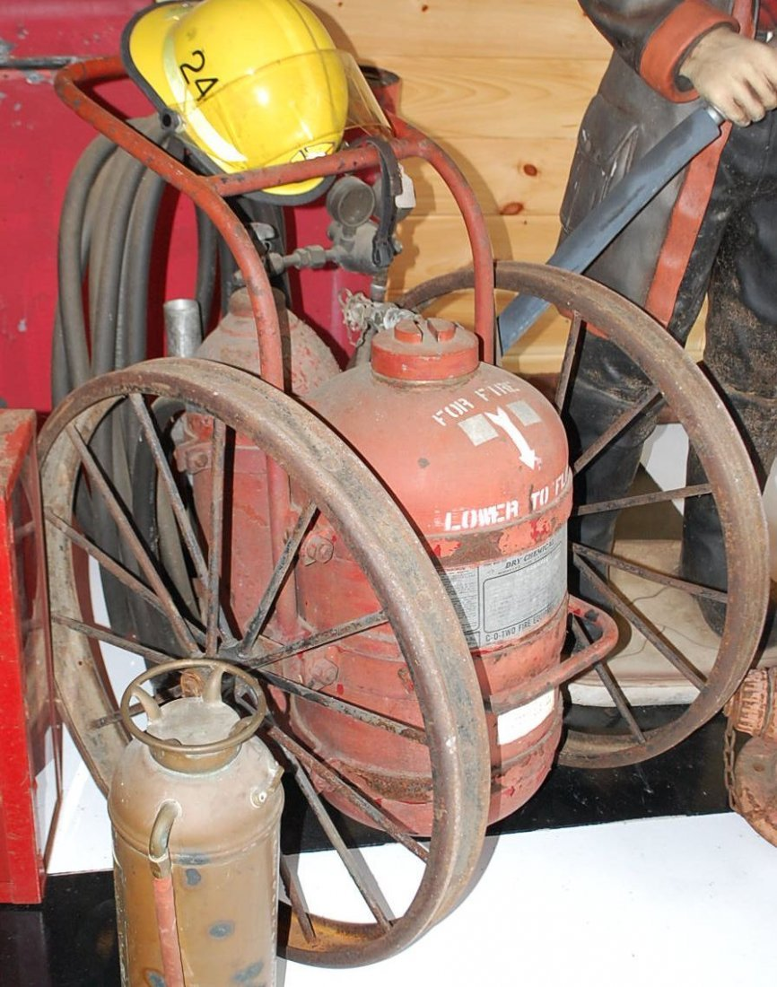DRY CHEMICAL FIRE EXTINGUISHER TANK ON WHEELS