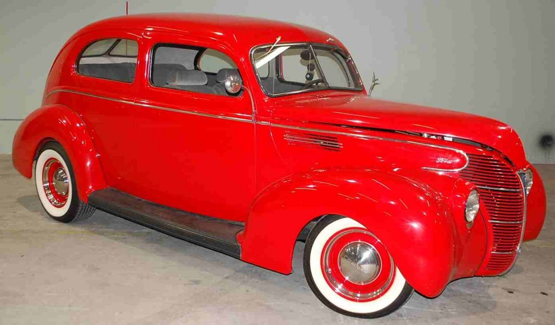 1939 FORD TWO DOOR SEDAN