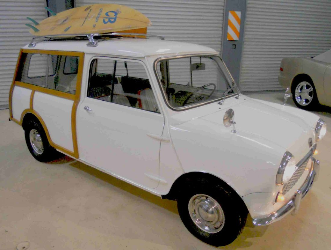 1961 AUSTIN COUNTRYMAN WOODY TRAVELER