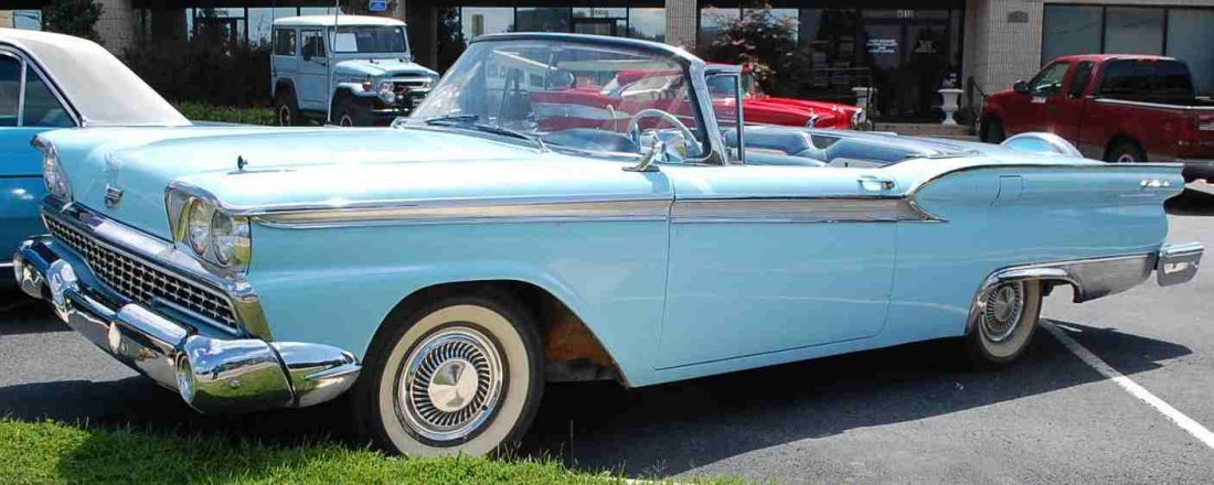 1959 FORD SKYLINER RETRACTABLE HARDTOP CONVERTIBLE