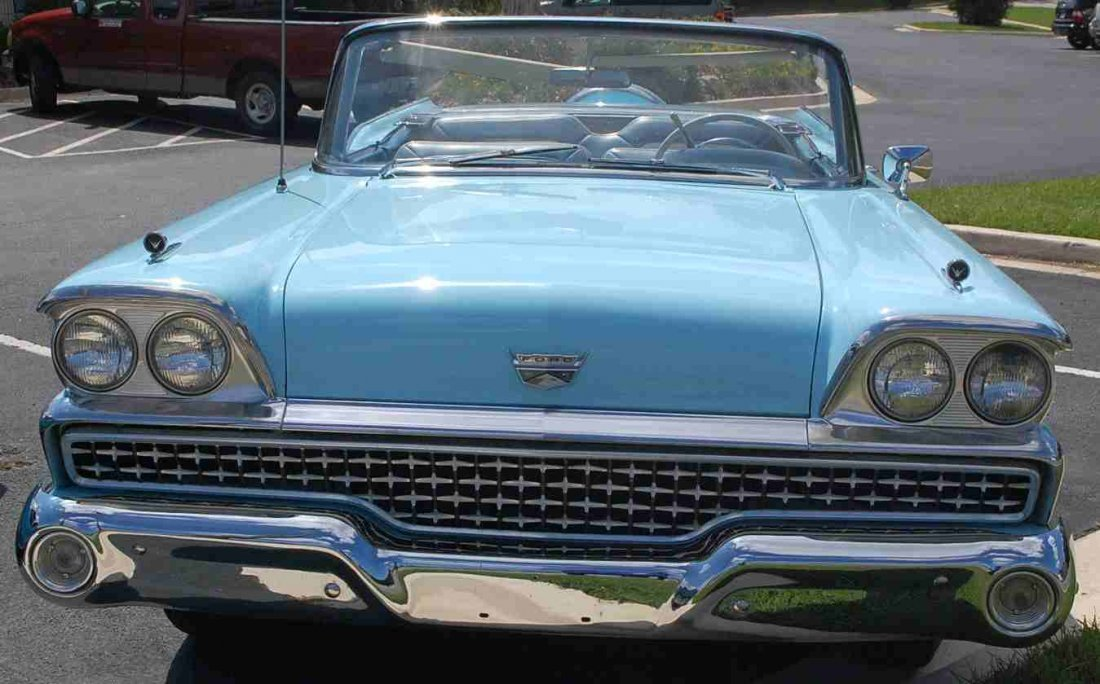 1959 FORD SKYLINER RETRACTABLE HARDTOP CONVERTIBLE - 2