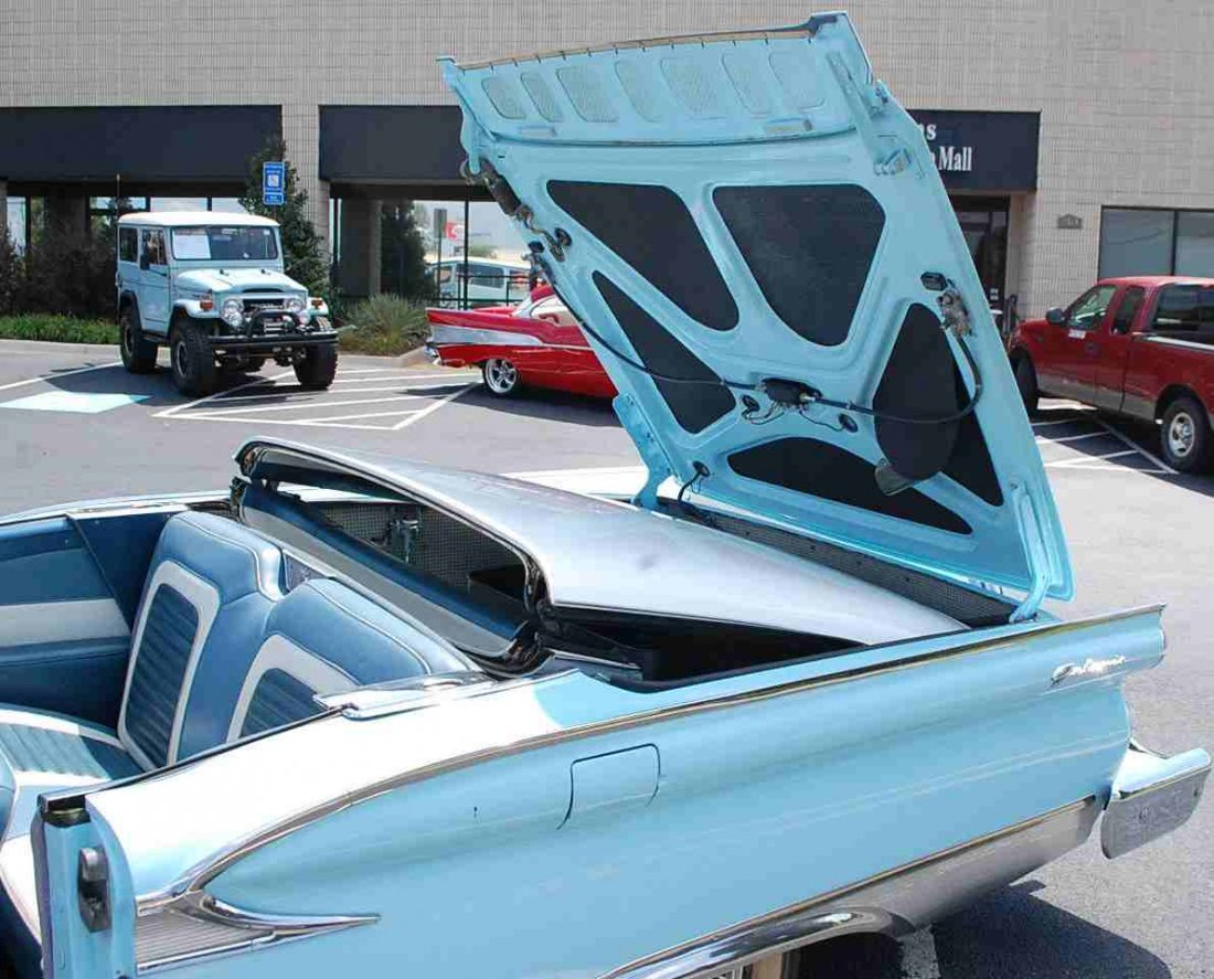 1959 FORD SKYLINER RETRACTABLE HARDTOP CONVERTIBLE - 7
