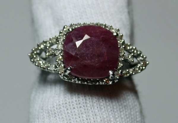 3: Ruby & Diamond Ring - 5ct Ruby w/ .19ctw Diamonds