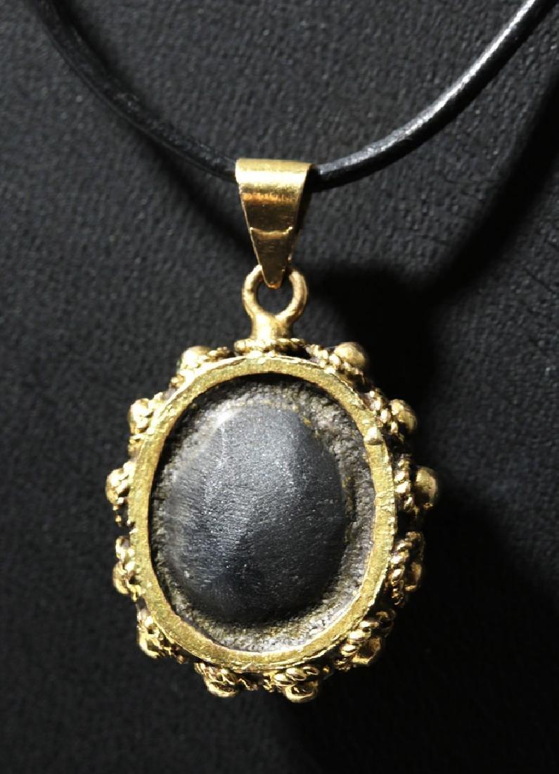 Ancient Roman White Stone Cameo / 18 K Gold Pendant - 2