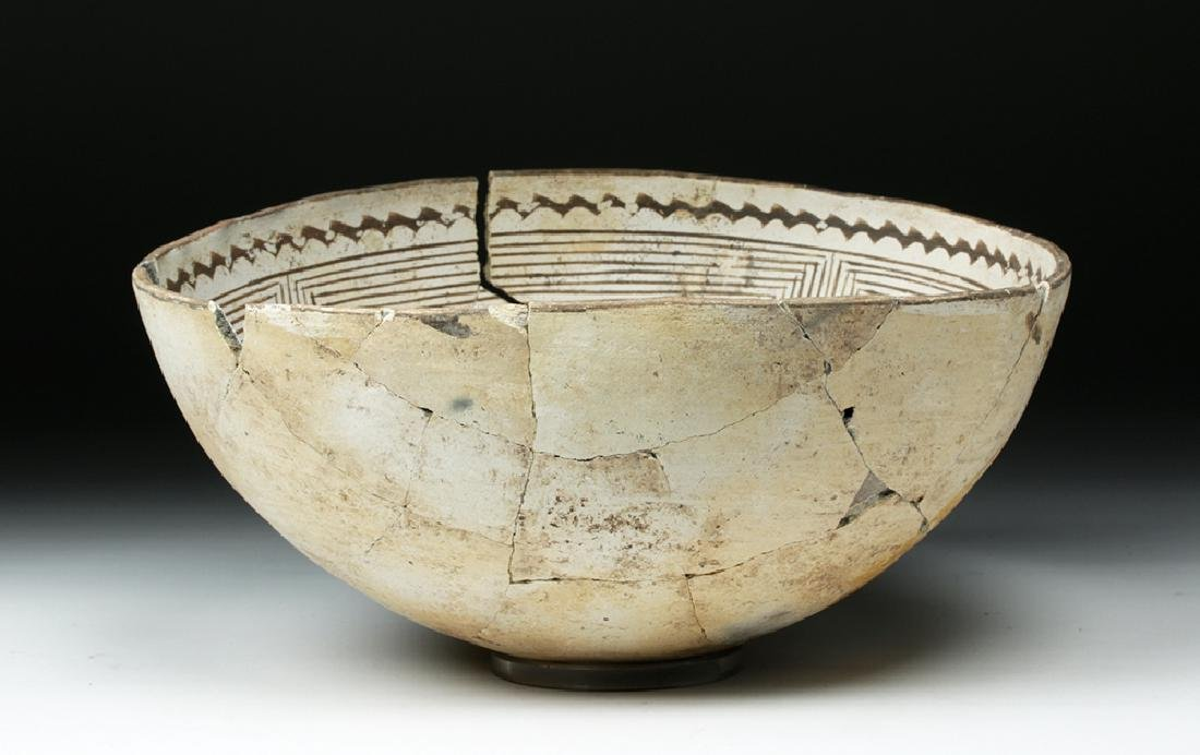 Large Mimbres Black-on-White Pottery Bowl - 7