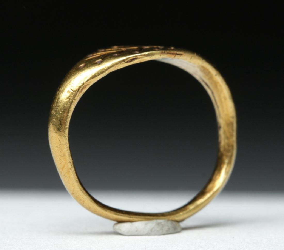 Roman Woman's 22K Gold Ring w/ Leaves - 2.7 g - 5