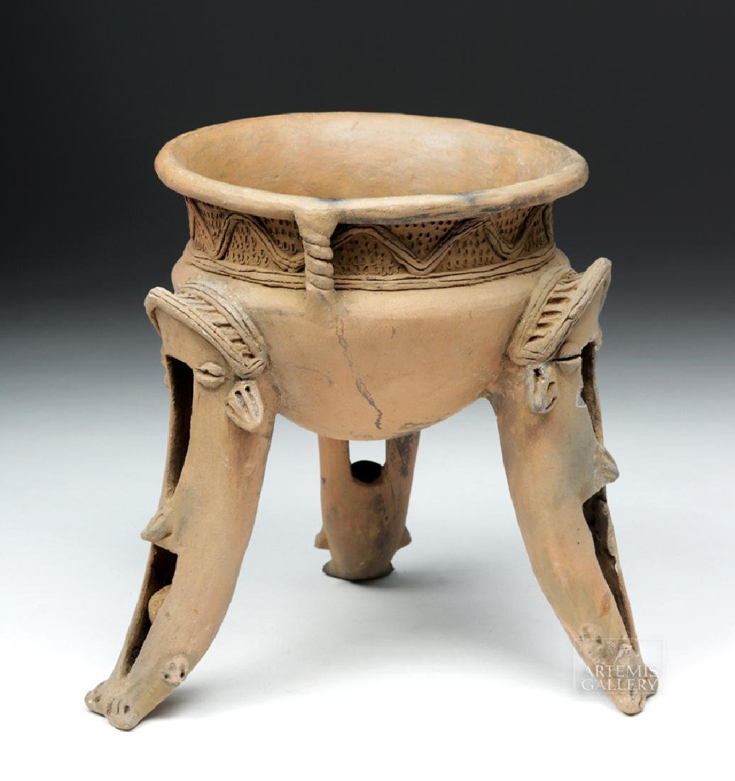 Wonderful Costa Rican Tripod Vessel w/ Whale Legs - 4
