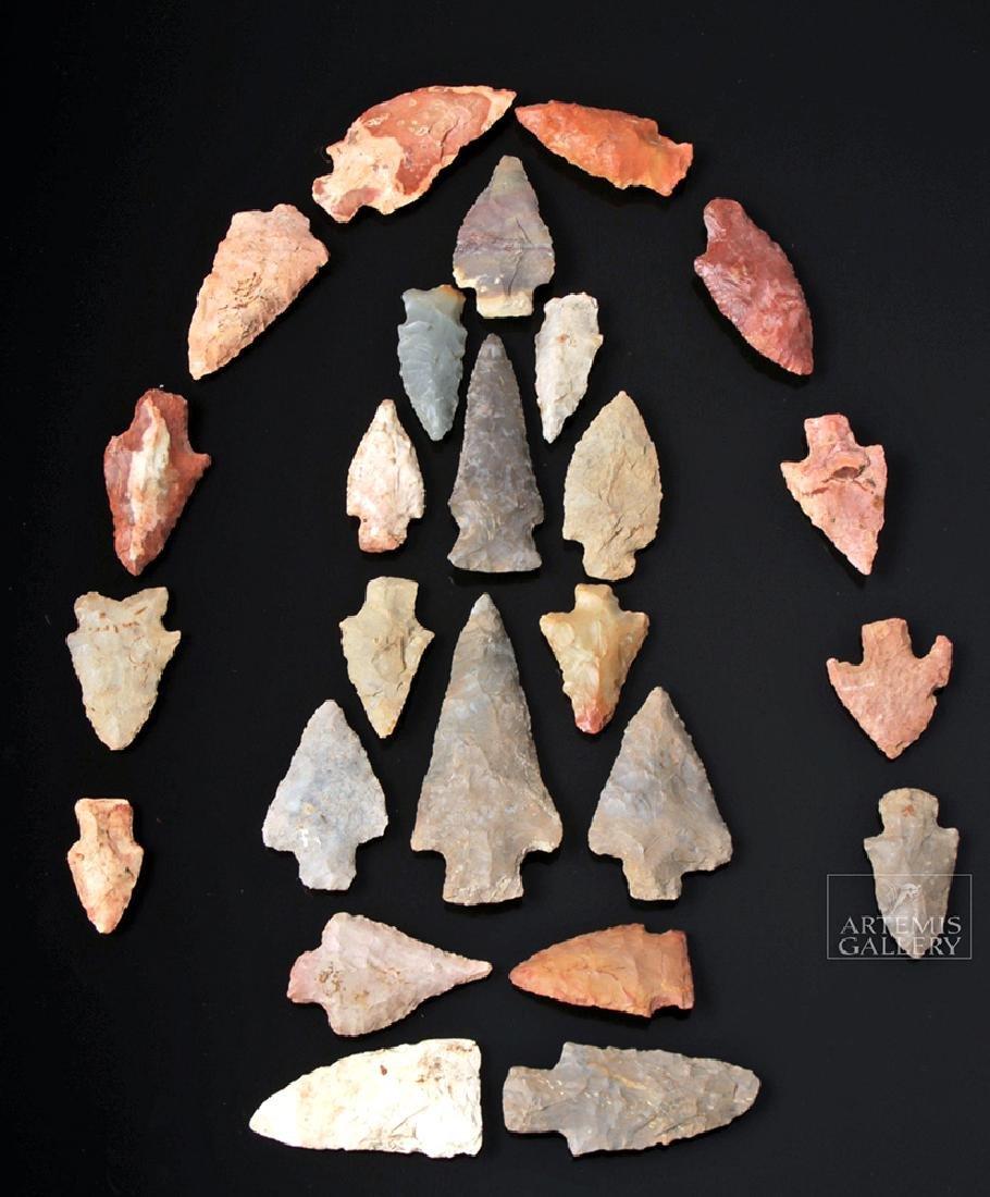 Twenty-Five Native American Chert Projectile Points
