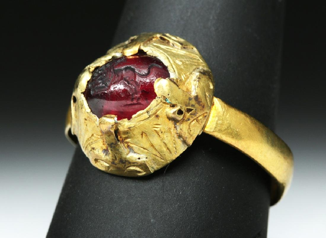 Roman / Byzantine 14K Gold Ring - Incised Glass Leopard