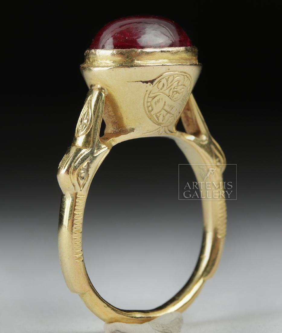 Islamic 16K Gold Ring w/ Ruby Cabochon - 4