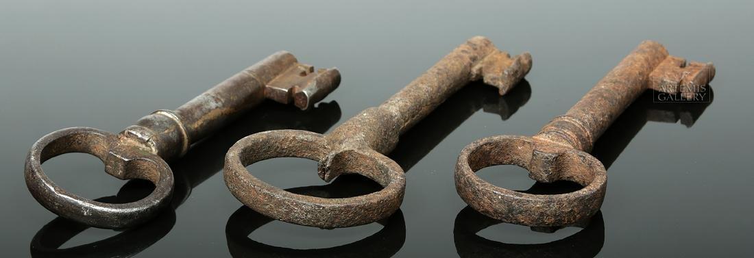 Trio of European Late Medieval Iron Keys - 4