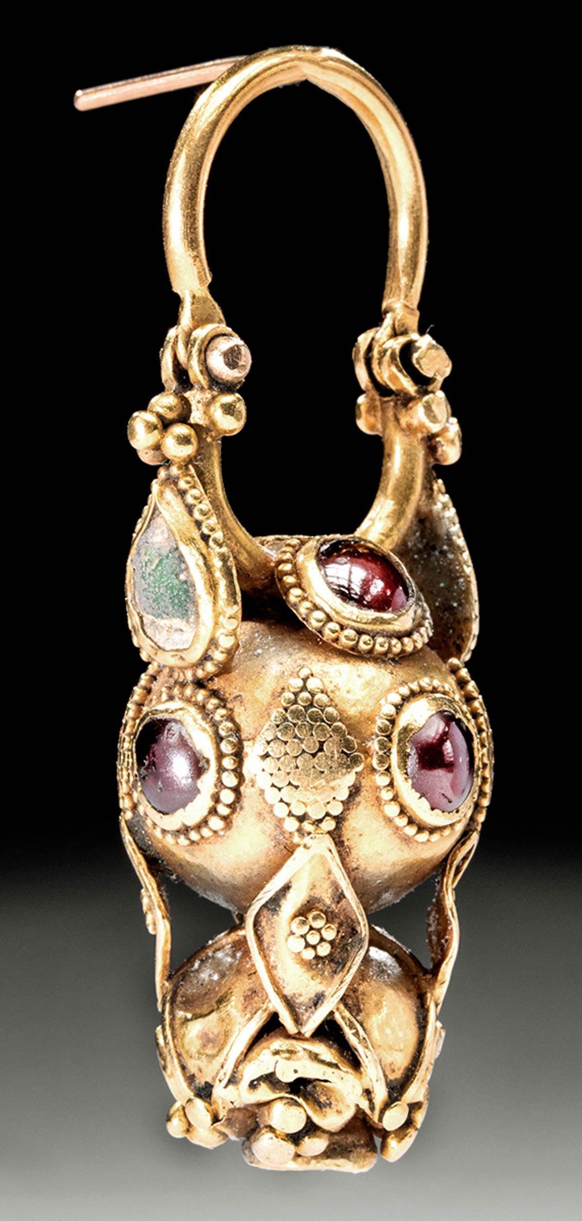 Parthian / Roman 18K Gold Earring w/ Garnets