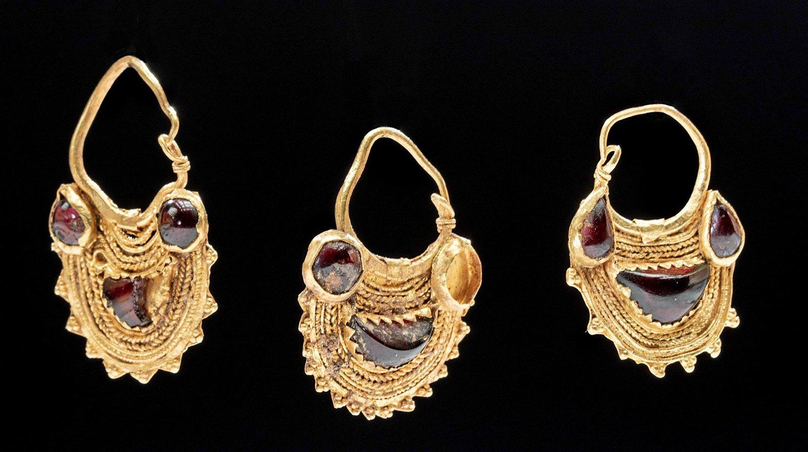 Parthian / East Roman 22K+ Gold / Garnet Earrings (3)