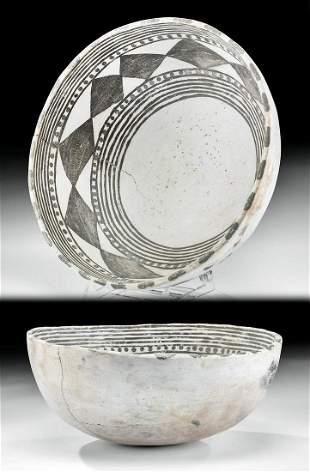 Large Anasazi Mesa Verde Black-on-White Pottery Bowl