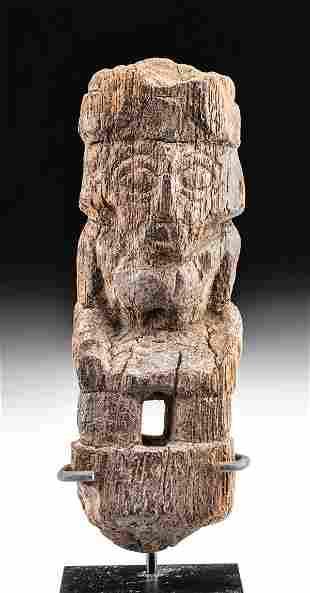 Chimu Wood Figure of a Kneeling Lord King