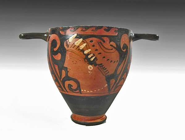 109: An Apulian Red-Figure Skyphos