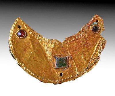 135: A Roman Gold and Glass Lunar Pendant