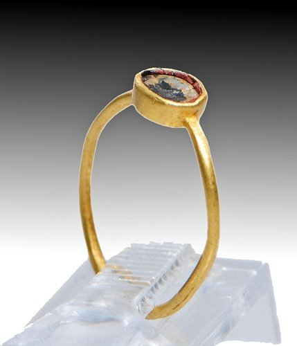 137: A Roman Gold and Glass Ring