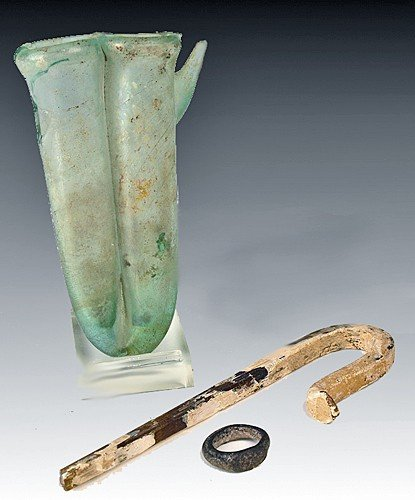 161: A Group of Roman Glass Items