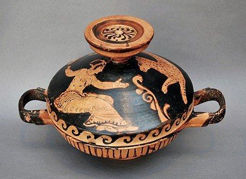 67: A Greek Red Figure Paestan Lekane