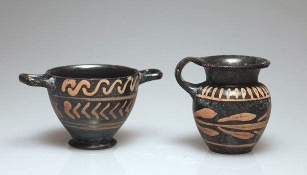 76: A Pair of Greek South Italian Vessels