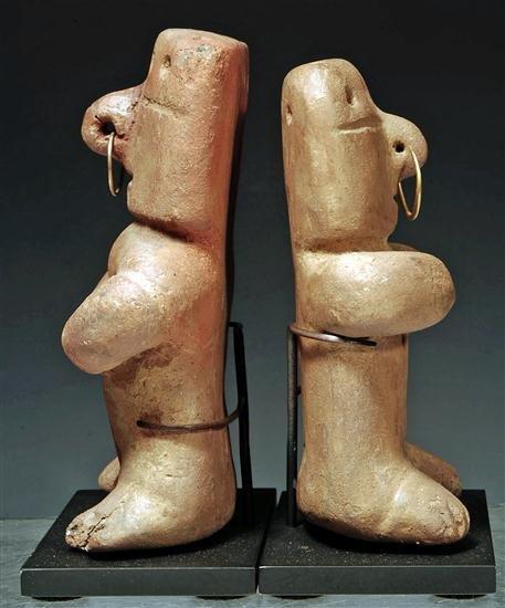 147: A Quimbaya Miniature Retablo Seated Couple - 3