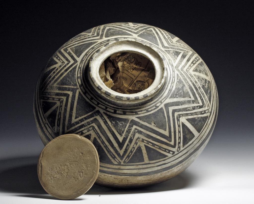 Rare Pre-Historic Anasazi Kiva Jar
