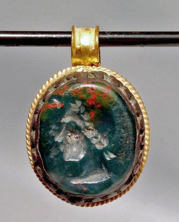 Ancient Roman Gold Pendant W Stone Intaglio