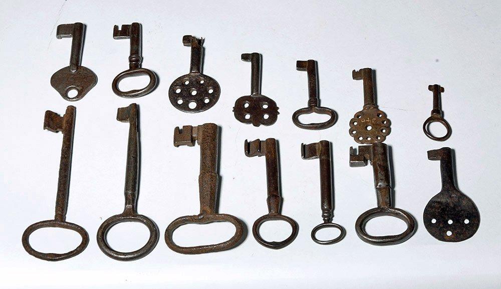 18th C. Iron Skeleton Keys -  24 Varying Sizes - 4