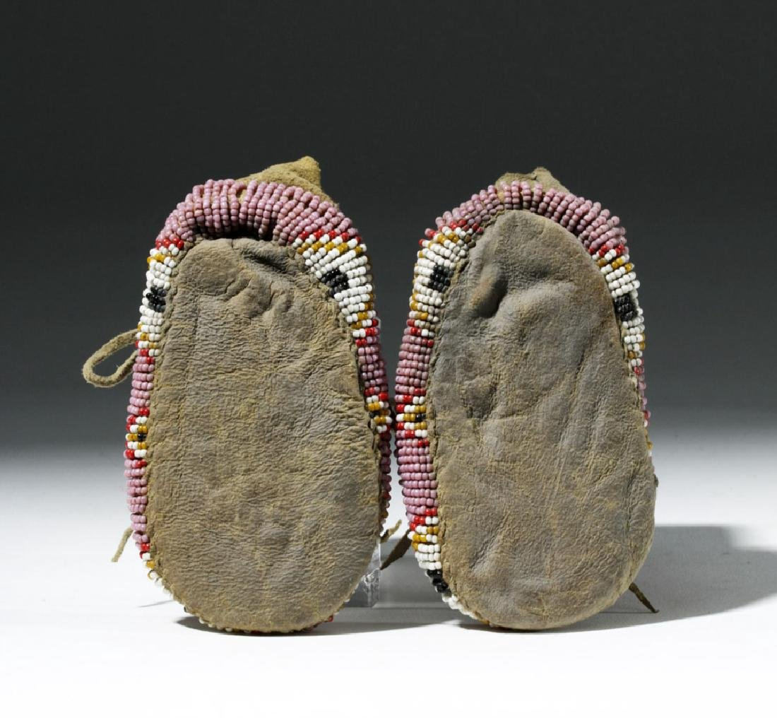 Early 20th C. Plains Indian Beaded Child's Moccasins - 2