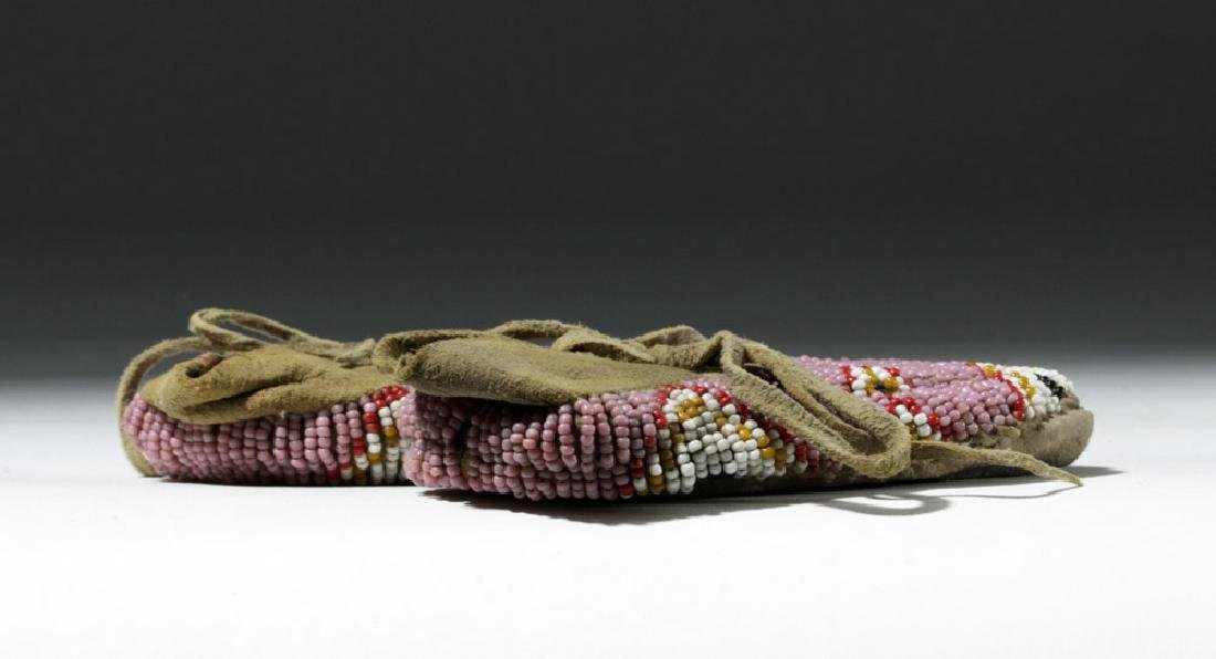 Early 20th C. Plains Indian Beaded Child's Moccasins - 4