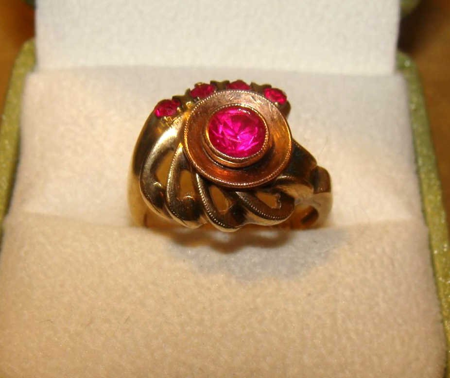 10kt Yellow Gold Ring with Pink Stones