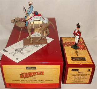 Lot of 2 Britain Toy Soldiers Redcoats 44007