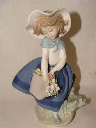 Llardo Figurine Girl with Flowers