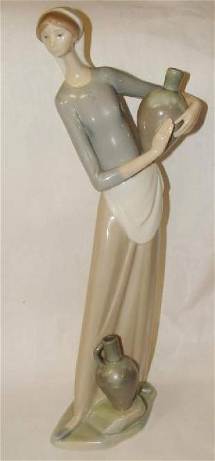 Llardo Figurine Lady with 2 Vases