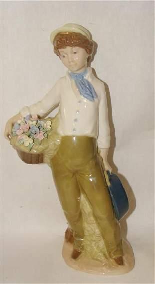 Nadal Figurine Boy with Flowers