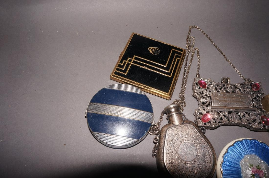 Vintage Compacts and Coin Purse - 3