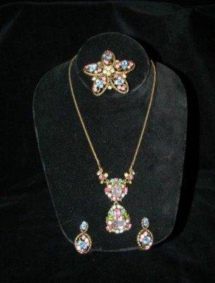 7: Hollycraft Set Necklace