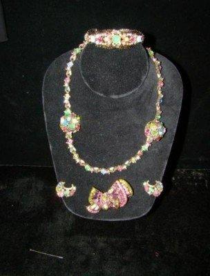 12: 5-Pieces Hollycraft Necklace,